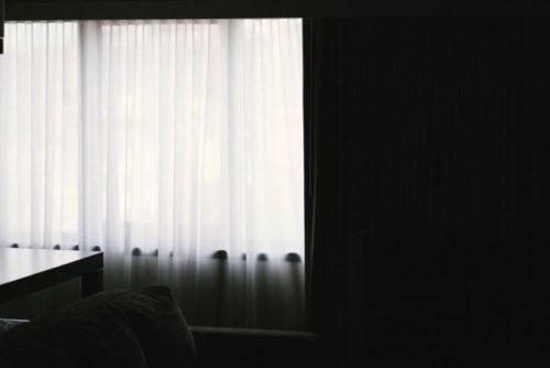 遮光カーテンがおすすめ